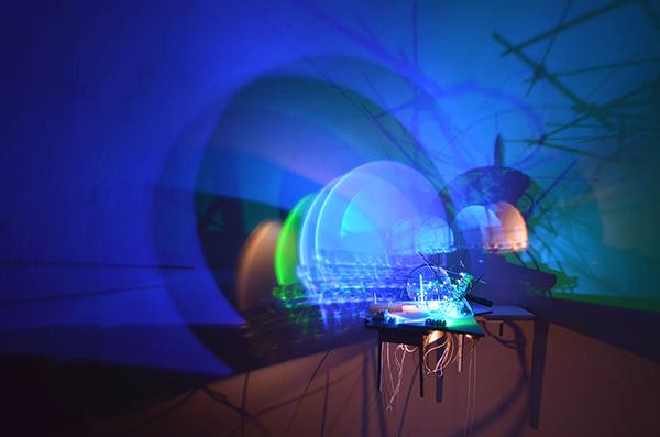 Bild Nr. 16361 — Lukas Derow (*1957): Lichtwellentheater (2017-2019)