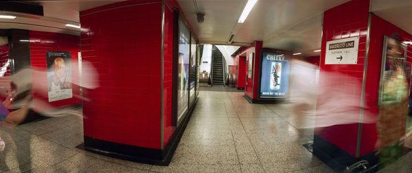 Bild Nr. 2612 — Wolf-Dietrich Weissbach (*1952): London (Bakerloo) (2002)